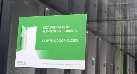 cerrar-puerta-visita-alumnos-curso-administracion-diseno-redes-acens-centro-datos-blog-cloud