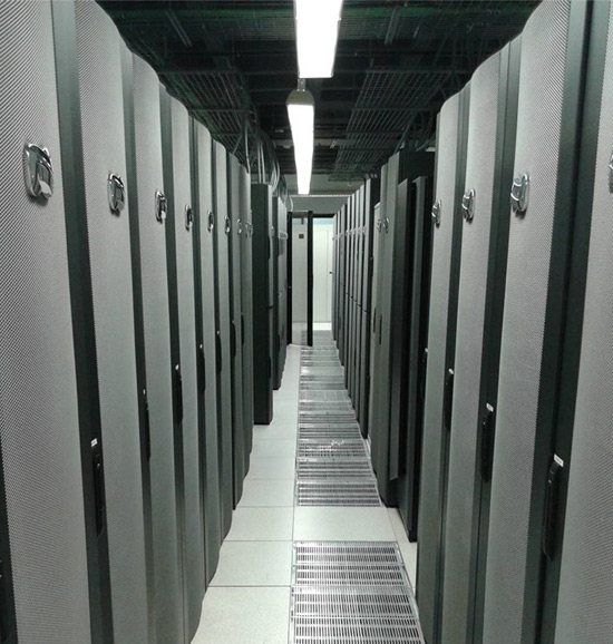 racks-visita-alumnos-curso-administracion-diseno-redes-acens-centro-datos-blog-cloud
