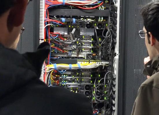 servidor-rack-visita-alumnos-curso-administracion-diseno-redes-acens-centro-datos-blog-cloud