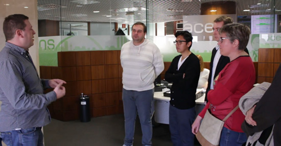 vicente-hernandez-visita-alumnos-curso-administracion-diseno-redes-acens-centro-datos-blog-cloud